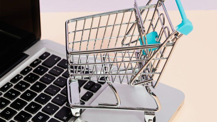 Website di MakeWebEasy sudah terintegrasi dengan Payment Gateway, sehingga memudahkan transaksi jual beli toko online